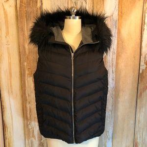 Gap Black Puffer Vest with Faux Fur Hood L EUC!